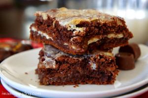 Gooey-Rolo-Cake-Bars