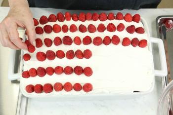 American-Flag-Cake-Step4