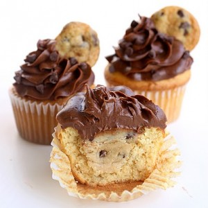 cookie dough stuffed cup cakes