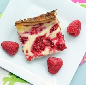 Dreamy Raspberry Cheesecake Bars