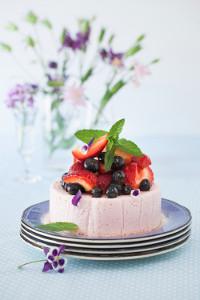 No-Bake-Skinny-Strawberry-Cake