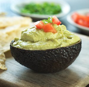 Avocado Pesto Hummus