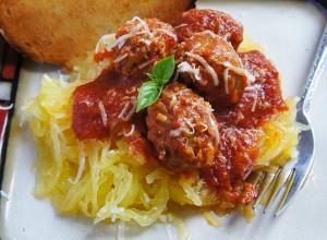 Super Easy Slow Cooker Spaghetti Squash
