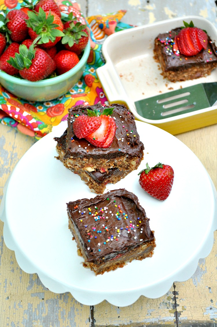 No-Bake Chocolate Strawberry Bars 7