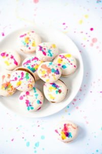 Splatter-painted-french-macarons